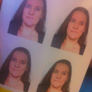 Fyra likadana porträttbilder från fotoautomat.
